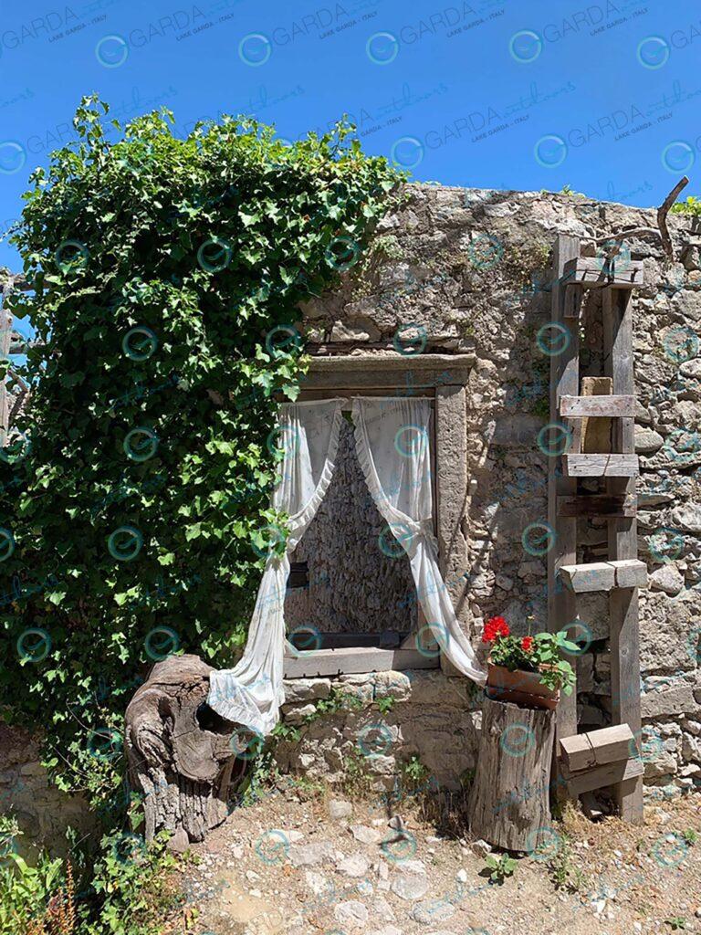 Campo di Brenzone – window with curtain