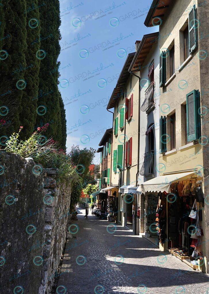 Sirmione – sunny alley