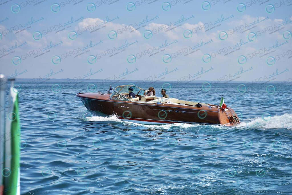 Isola del Garda – motorboat Riva