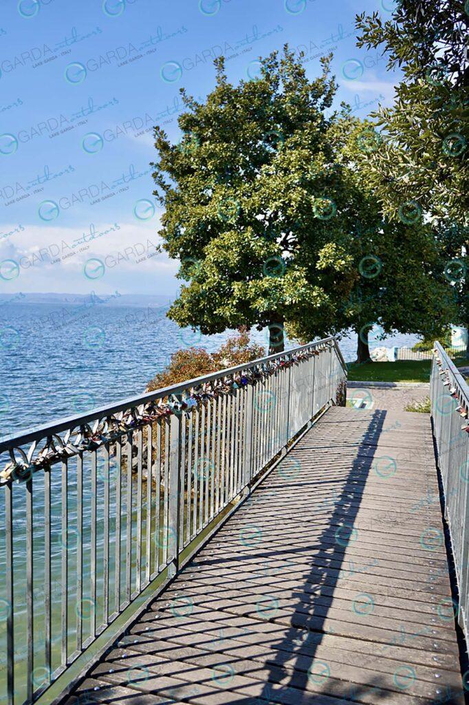 Garda – bridge with padlocks