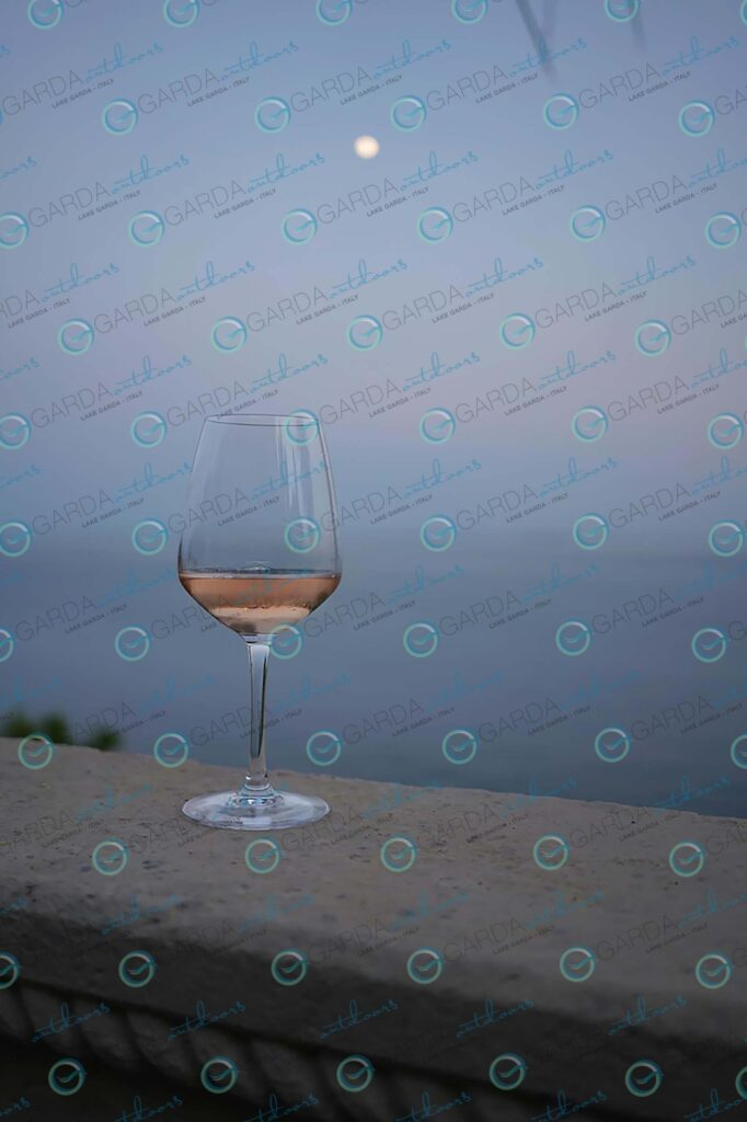 Isola del Garda – glass of wine
